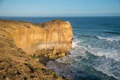 Alta scogliera vicino alla grande strada dell'oceano, Australia Fotografia Stock Libera da Diritti