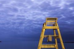Alta sedia di legno della salvavita Fotografie Stock Libere da Diritti