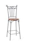 Alta sedia in ferro battuto con il sedile di legno isolato Immagine Stock Libera da Diritti