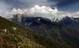 Alta sierra dramma vicino al parco nazionale della sequoia in California Immagini Stock