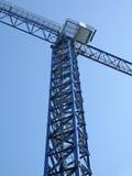 Alta siluetta della gru su cielo blu luminoso, Fotografia Stock Libera da Diritti