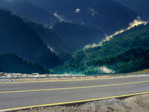 Alta strada principale di Transalpina in montagne rumene Immagini Stock