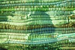 Alta struttura dettagliata ultra verde del tessuto come fondo, la superficie del tessuto per il sito Web o dispositivi mobili Fotografia Stock Libera da Diritti
