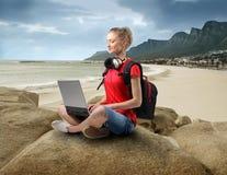 Alta tecnologia na praia foto de stock
