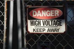 Alta tensão do sinal do perigo Foto de Stock Royalty Free