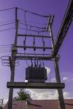 Alta tensione di elettricità Immagine Stock