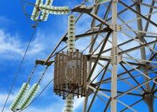 Alta tensione elettrica della torre Fotografia Stock
