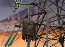Alta tensione elettrica della torre Immagine Stock