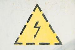 Alta tensione gialla grigia del segno Fotografia Stock Libera da Diritti