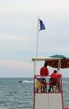 Alta torre con i bagnini per la spiaggia durante il mare mosso Fotografia Stock Libera da Diritti