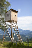 Alta torre dei cacciatori di legno Cacciatori alto Seat Fotografie Stock Libere da Diritti