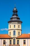 Alta torre del palazzo in Nesvizh un giorno soleggiato Fotografia Stock Libera da Diritti