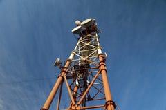 Alta torre di comunicazione Fotografia Stock