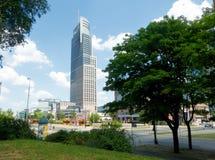 Alta torre moderna di aumento a Varsavia, Polonia Immagine Stock Libera da Diritti