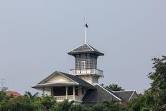 Alta torre sul tetto grigio Fotografia Stock Libera da Diritti