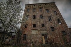 Alta vecchia fabbrica Fotografia Stock
