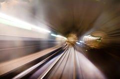 Alta velocità commovente nel tunnel ferroviario Fotografia Stock