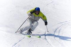 Alta velocità dello sciatore di sport di inverno Immagini Stock Libere da Diritti