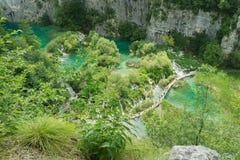 Alta vista aerea dei turisti al parco nazionale dei laghi Plitvice Fotografie Stock