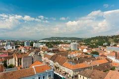 Alta vista de la ciudad de Cluj Napoca Imagen de archivo libre de regalías