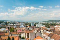 Alta vista de la ciudad de Cluj Napoca Foto de archivo