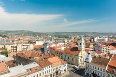 Alta vista de la ciudad de Cluj Napoca Imágenes de archivo libres de regalías