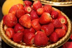 Alta vista dei lotti delle fragole succose fresche Immagine Stock