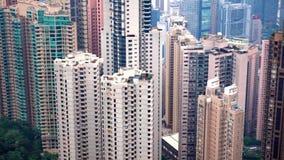 Alta vista del área densa del apartamento de Hong Kong almacen de metraje de vídeo