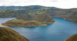 Alta vista del lago Cuicocha Fotografie Stock Libere da Diritti
