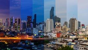 Alta vista del semaforo della sfuocatura e della città nel tempo differente nell'un telaio Immagine Stock Libera da Diritti