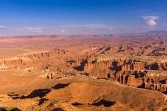 Alta vista del terain, delle montagne e dei canyon irregolari del deserto Fotografia Stock Libera da Diritti