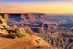 Alta vista del terain, delle montagne e dei canyon irregolari del deserto Fotografie Stock Libere da Diritti