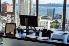 Alta vista dell'ufficio di aumento della città Fotografie Stock