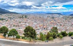Alta vista della città di Quito Immagini Stock