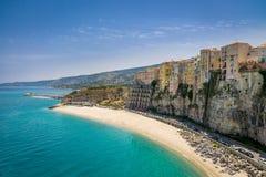 Alta vista della città di Tropea e della spiaggia - Calabria, Italia Fotografia Stock Libera da Diritti