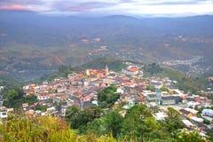 Alta vista della città di Zaruma Fotografia Stock