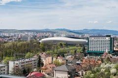 Alta vista delle costruzioni e dello stadio della città di Cluj Napoca Fotografia Stock Libera da Diritti