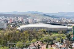 Alta vista delle costruzioni e dello stadio della città di Cluj Napoca Fotografie Stock Libere da Diritti
