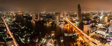 Alta vista di Bangkok alla notte Immagini Stock