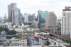 Alta vista di costruzione moderna nella città Fotografia Stock Libera da Diritti