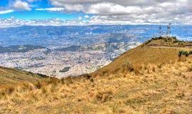 Alta vista di Quito e delle Ande ecuadoriane Fotografie Stock
