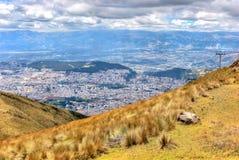 Alta vista di Quito e delle Ande ecuadoriane Fotografie Stock Libere da Diritti
