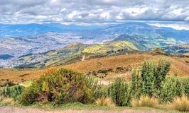 Alta vista di Quito e delle Ande ecuadoriane Fotografia Stock