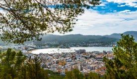 Alta vista laterale dalle colline in st Antoni de Portmany, Ibiza, giorno eliminante di novembre Brezza calda di autunno, Isole B Fotografie Stock Libere da Diritti