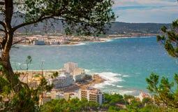 Alta vista laterale dalle colline in st Antoni de Portmany, Ibiza, giorno eliminante di novembre Brezza calda di autunno, Isole B Fotografia Stock Libera da Diritti