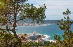 Alta vista laterale dalle colline in st Antoni de Portmany, Ibiza, giorno eliminante di novembre Brezza calda di autunno, Isole B Fotografie Stock