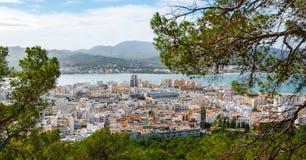Alta vista laterale dalle colline in st Antoni de Portmany, Ibiza, giorno eliminante di novembre Brezza calda di autunno, Isole B Immagine Stock