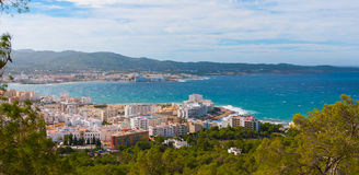 Alta vista laterale dalle colline in st Antoni de Portmany, Ibiza, giorno eliminante di novembre Brezza calda di autunno, Isole B Immagini Stock