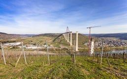 Alta vista laterale della costruzione di ponte di Mosella sopra il vall di Mosella Fotografie Stock Libere da Diritti