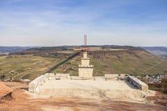 Alta vista laterale della costruzione di ponte di Mosella sopra il vall di Mosella Immagini Stock